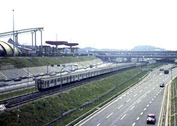 万国博中央口駅